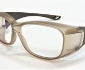 メガネの上から掛けられる飛沫対策用オーバーグラス